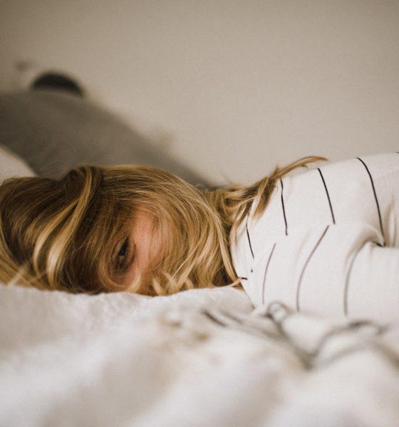 cbd-acne-troubles-sommeil